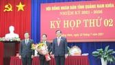 Ông Trần Anh Tuấn (đứng giữa) được bầu giữ chức vụ Phó Chủ tịch UBND tỉnh Quảng Nam nhiệm kỳ 2021-2026