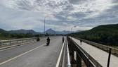 Cầu Nông Sơn mới có tổng mức đầu tư 128 tỷ đồng được xây dựng bên cạnh cầu cũ đã xuống cấp