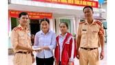 Nhặt được hơn 50 triệu đồng, 2 học sinh ở Quảng Trị tìm người trả lại