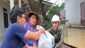 Những phần quà của Báo SGGP đến với người dân xã Hải Sơn (huyện Hải Lăng) kịp thời