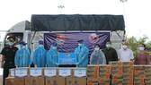 Tỉnh đoàn Quảng Trị trao tặng vật tư y tế, nhu yếu phẩm cho Tỉnh đoàn Savannakhet tại cửa khẩu quốc tế Lao Bảo.