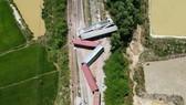 Thông tuyến đường sắt Bắc - Nam sau hơn 10 giờ gián đoạn vì tàu hàng SH4 bị lật