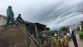 Gần 50 ngôi nhà ở Quảng Trị bị tốc mái, một số khu vực bị chia cắt