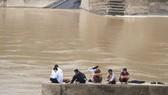 Quảng Trị: Tàu chở đoàn công tác gặp nạn, 1 người mất tích