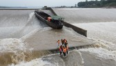 Vụ tàu chở đoàn cán bộ Sở GTVT Quảng Trị gặp sự cố: Trưởng đoàn lý giải việc không mặc áo phao