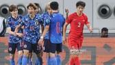 Các cầu thủ Nhật Bản ăn mừng bàn thắng mở điểm vào lưới Trung Quốc