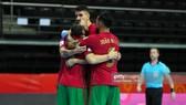 Các cầu thủ Bồ Đào Nha ăn mừng chiến thắng ở ngày ra quân Futsal World Cup 2021. Ảnh: GETTY