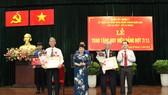 Trao Huy hiệu Đảng dịp kỷ niệm Cách mạng tháng Mười Nga