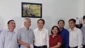 Lãnh đạo TPHCM thăm, tặng quà gia đình chính sách nhân dịp 27-7