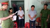 Công an đang đọc lệnh bắt đối với ông Lê Sơn