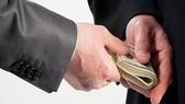Tạm giữ Trưởng phòng Thanh tra Cục thuế để điều tra hành vi nhận tiền của doanh nghiệp