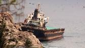 Tàu hàng Fei Yue 9 (Quốc tịch Mông Cổ) bị sóng đánh lọt mõm đá Ghềnh Ráng