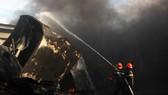 Cận cảnh hiện trường vụ cháy kinh hoàng thiêu rụi nhà xưởng tại Bình Định