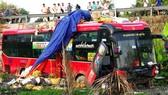 Xe khách giường nằm mất lái lao xuống ruộng lầy, 4 người bị thương