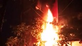 Trụ điện bốc cháy, nổ như pháo tại TP Quy Nhơn