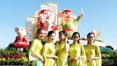 Độc đáo linh vật gia đình nhà chuột đi hội bài chòi ở Quy Nhơn