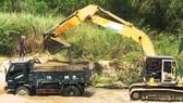 """Xã """"bật đèn xanh"""" cho doanh nghiệp khai thác cát sông La Tinh"""