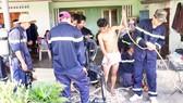 Nỗ lực trục vớt thi thể 2 người chết ngạt dưới giếng