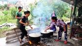 Xúc động cảnh người dân quyên góp, nấu ăn cho bộ đội tìm kiếm người mất tích ở Rào Trăng 3