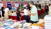 Hội sách Phú Yên quyên góp tủ sách Trường Sa