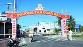 Phong tỏa phường Tam Quan Bắc, thị xã Hoài Nhơn sau khi phát hiện 2 ca nghi mắc Covid-19 đầu tiên ở Bình Định. Ảnh: NGỌC HẢI