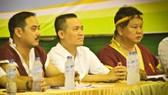 Ông Phan Ngọc Huy (giữa), Chủ tịch Liên đoàn Muay TPHCM dự lễ bế mạc.