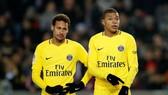 Strasbourg - PSG 2-1: Neymar và đồng đội lần đầu gục ngã