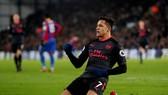 Crystal Palace - Arsenal 2-3: Sanchez lập công, Wenger san bằng kỷ lục