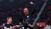 Stoke City - Man City 0-2: David Silva lập cú đúp, Man xanh khẽ chạm cúp