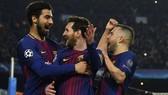 Barcelona - Roma 4-1: Pique, Suarez lập công, Barca được tặng thêm 2 bàn
