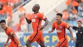 """Đà Nẵng - TPHCM 3-0: Thua đậm, HLV Miura """"tố"""" trọng tài"""