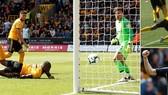 Wolverhampton - Man City 1-1: Willy Boly ghi bàn gây tranh cãi, Laporte kịp gỡ hòa