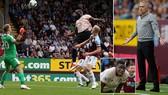 Burnley - Man United 0-2: Lukaku lập cú đúp, Rashford thẻ đỏ, Mourinho thắng nghẹt thở