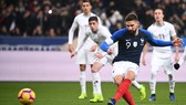 Pháp - Uruguay 1-0: Giroud lập công trên chấm 11m