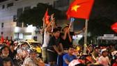 Người hâm mộ TPHCM xuống phố mừng chiến thắng