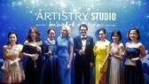 Andrea DeVos (áo xanh), Đại sứ toàn cầu Global Passionista của Artistry Studio, 6 Passionista tự tin đại diện cho Artistry Việt Nam mang màu sắc hiện đại và đầy cá tính sải chân trên thảm đỏ Busan