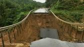 Sạt lở quốc lộ 26, giao thông Khánh Hòa với Đắk Lắk bị chia cắt