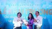 Nhà báo Huỳnh Thị Kim Em nhận quyết định bổ nhiệm