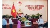 Các đại biểu bỏ phiếu kiện toàn nhân sự HĐND, UBND TP Đà Nẵng khóa IX, nhiệm kỳ 2016-2021