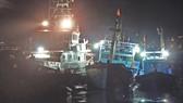 Xuyên đêm cứu 16 ngư dân trên 2 tàu cá gặp nạn tại vùng biển Hoàng Sa