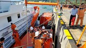 Ứng cứu thuyền trưởng bị bệnh khi đang hành nghề trên vùng biển Hoàng Sa