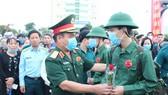 """Lễ giao nhận quân miền Trung: """"Trang trọng, an toàn và tiết kiệm"""""""