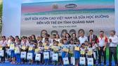 Hơn 33.000 trẻ em miền núi Quảng Nam được uống sữa tại trường