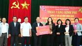 TPHCM trao quà tết cho người dân Quảng Nam, Quảng Ngãi