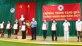 Trưởng Ban Tuyên giáo Trung ương thăm, tặng quà cho người nghèo ở Tiền Giang
