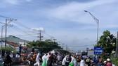 Linh hoạt thông chốt cho hàng trăm người dân từ TPHCM và Long An về quê