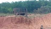 Ngôi nhà sàn của gia đình Hồ Xuân, Hồ Thị Phai bị phá dỡ xã làm ngơ không bảo vệ. Ảnh: MINH PHONG