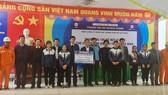 Điện lực TPHCM tổ chức trao tặng 100 máy tính cho 10 trường học vùng lũ Quảng Bình