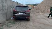 Chiếc xe chở 4 người Trung Quốc nhập cảnh trái phép
