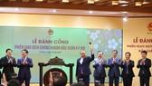 Thủ tướng Nguyễn Xuân Phúc đánh cồng khai trương phiên giao dịch